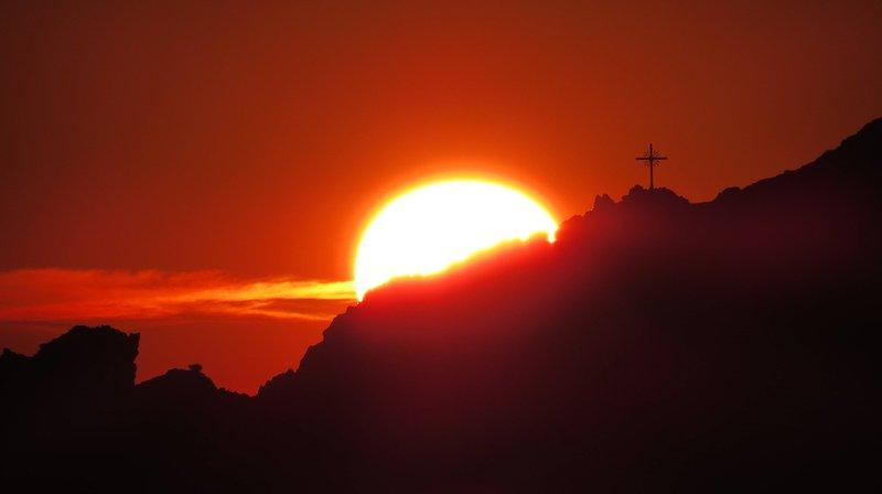 Flyer Sonnenaufgang Berge.jpg